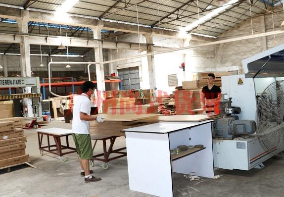广州尚式货架 木具工厂生产车间